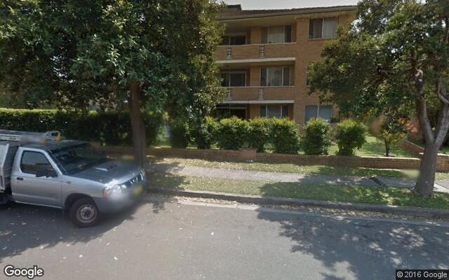 parking on hawkesbury avenue in dee why