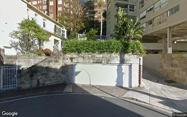 parking on MacLeay Street in Potts Point NSW