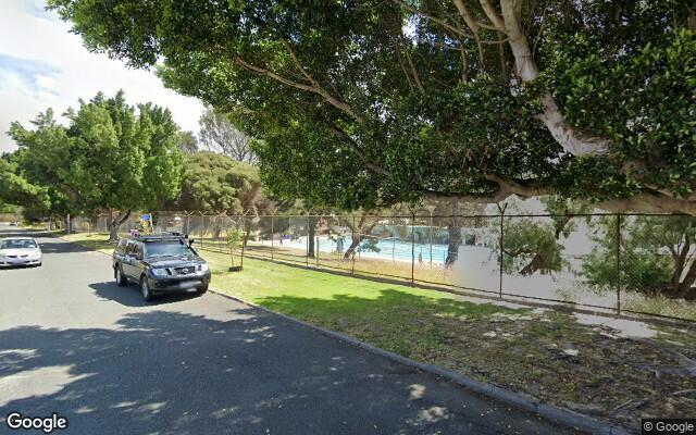 East Victoria Park - Driveway Parking Near Oats Street Train Station