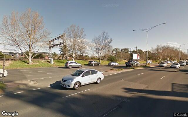 parking on dandenong road in Malvern East