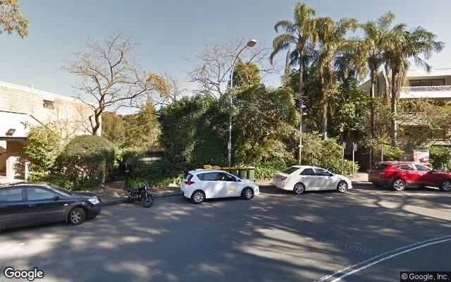 parking on New McLean Street in Edgecliff