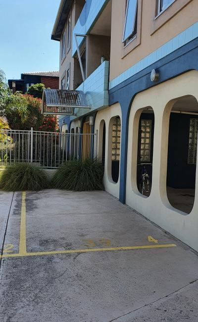 Excellent car space, central location st kilda