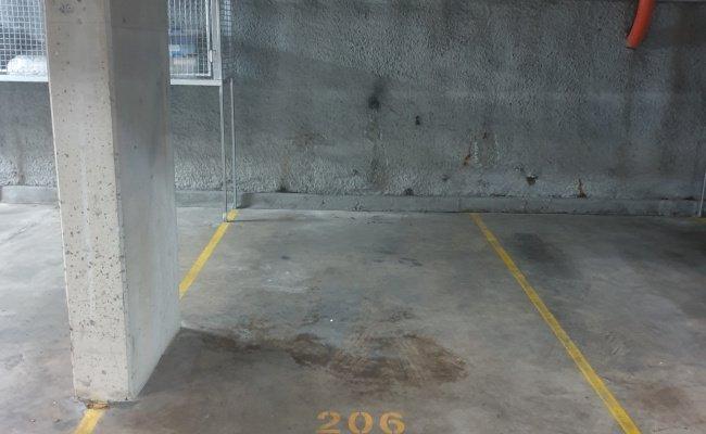 Kensington - Safe Parking Space near Bus Stop & Railway