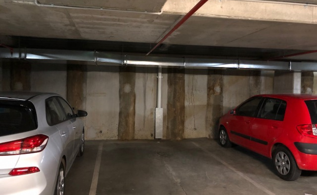 Secure parking in South Melbourne near Crown/Market