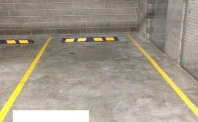 parking on Devlin Street in Ryde
