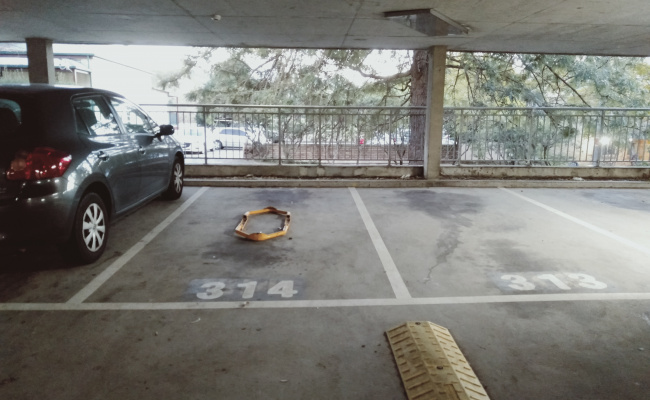 parking on Doris St in North Sydney NSW 2060