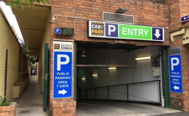 Great parking spot (149) in the centre of Carlton