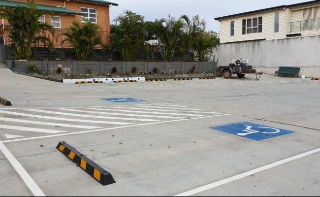 parking (Mon-Fri 6am-8pm parking only)