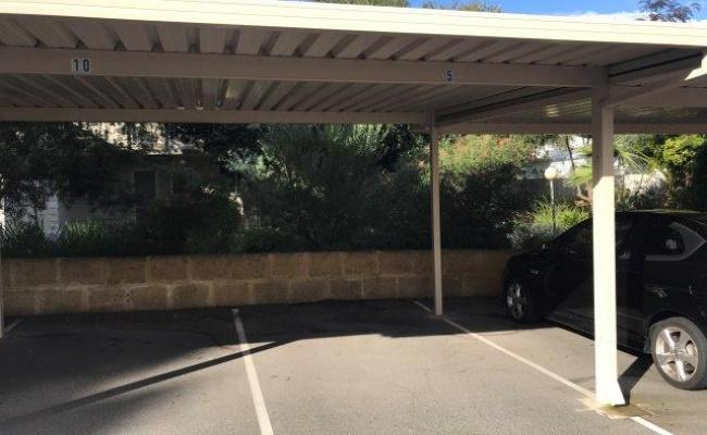 parking on hensman road in Shenton Park