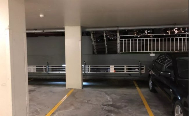 parking on High St in North Sydney NSW 2060