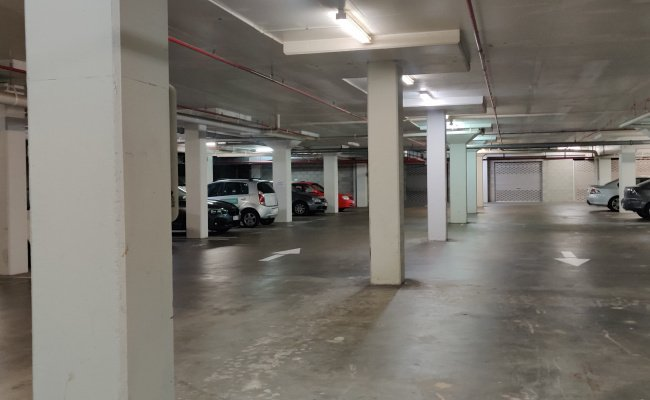 Spring Hill - Indoor Parking Close to CBD
