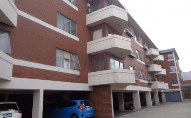 parking on Mcilwraith Street in Princes Hill