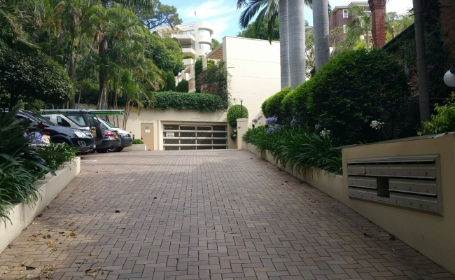 parking on New South Head Rd in Edgecliff