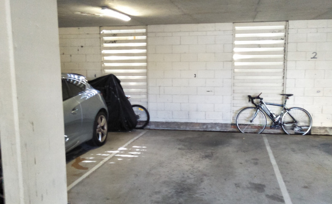 Parking Photo: Old Burleigh Road  Surfers Paradise QLD  Australia, 31105, 153021