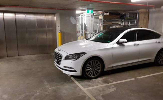 parking on Sutherland Street in Melbourne