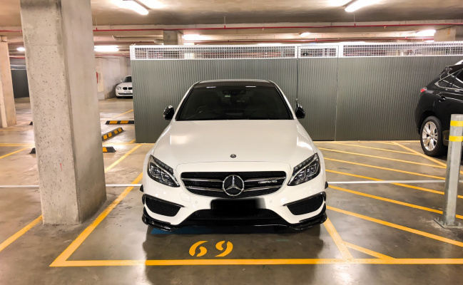 parking on Ultimo Rd in Haymarket
