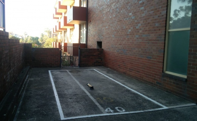 parking on Whaling Road in North Sydney NSW