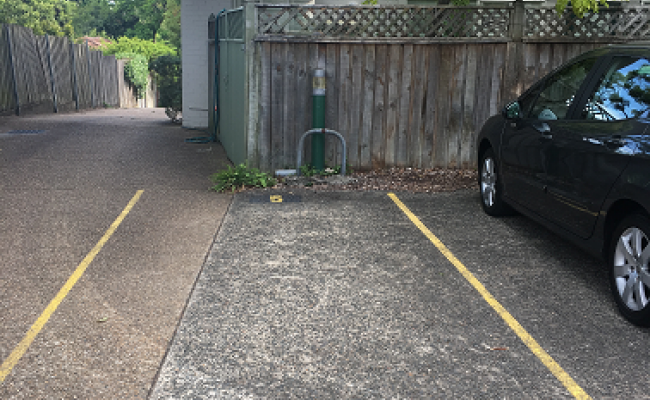 parking on Willoughby Road in Crows Nest