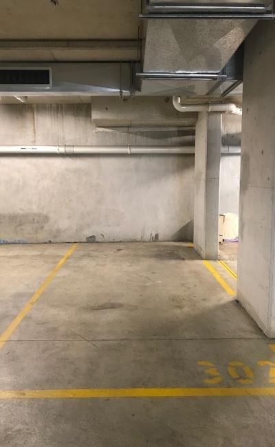 parking on Wyndham Street in Alexandria