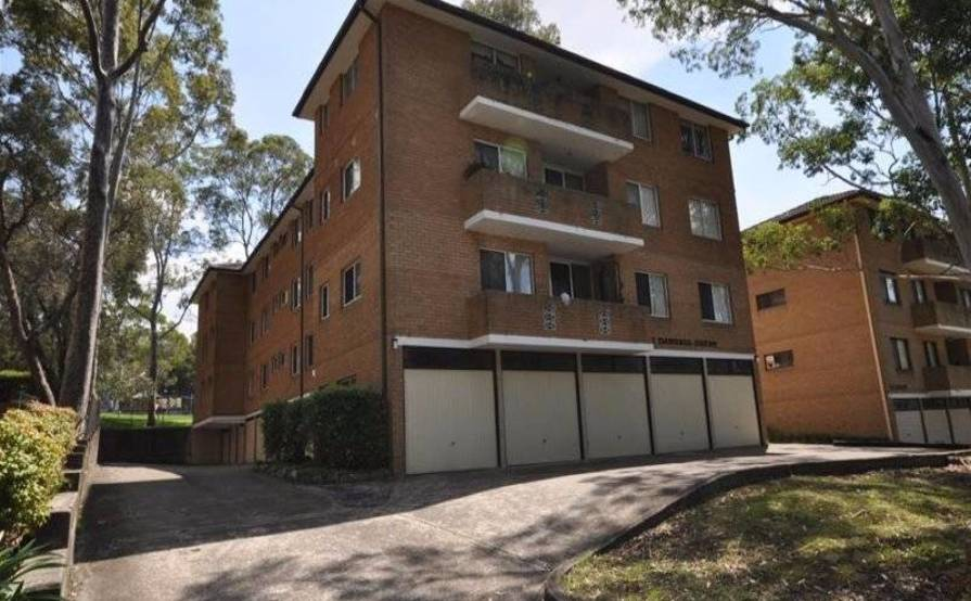 parking on Cottonwood Cres in Macquarie Park