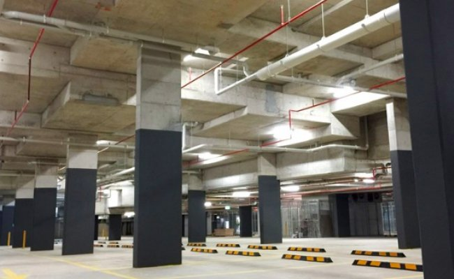 Modern spacious Parking space next to train station and Macquarie business park