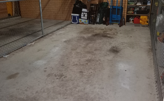 Central lock up garage in Tuggeranong available through the day