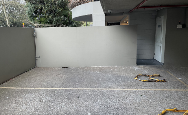 Semi covered car space in Rushcutters Bay. 10 minute walk to Kings Cross or Edgecliff Train station