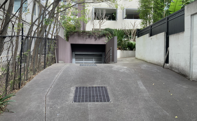 Great secured parking space in Rushcutters Bay