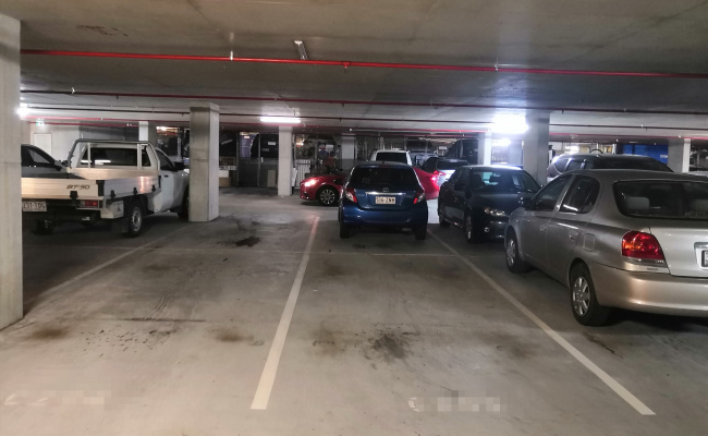 Kelvin Grove /Great parking in QUT close to city