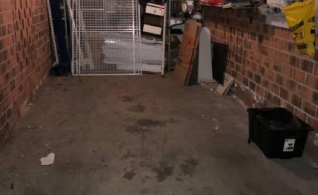 Lock up garage parking on Boundary St in Granville