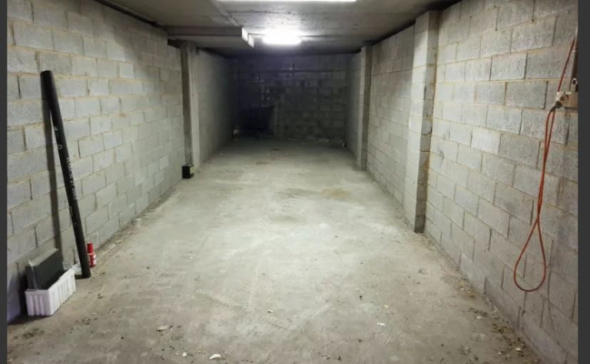 Lock up garage parking on Bowen Terrace in New Farm Queensland
