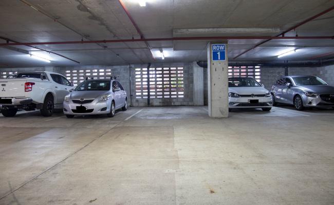 Brisbane City - UNRESERVED Parking near Holiday Inn Express