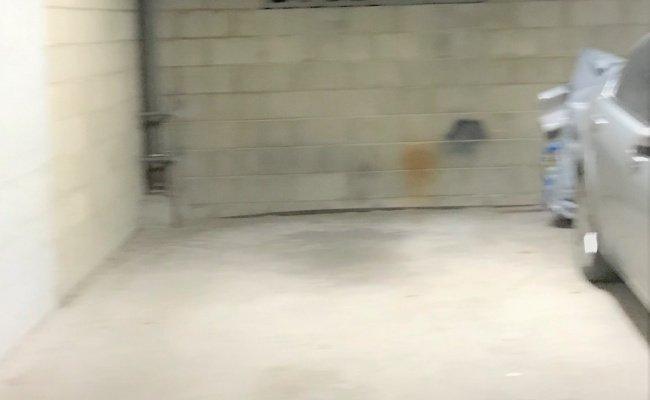 Indoor lot parking on Crown St in Sydney