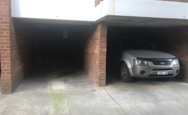 parking on Domain Rd in South Yarra VIC 3141