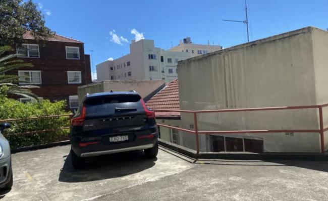 Elizabeth Bay - Safe Outdoor Parking near Kings Cross Station