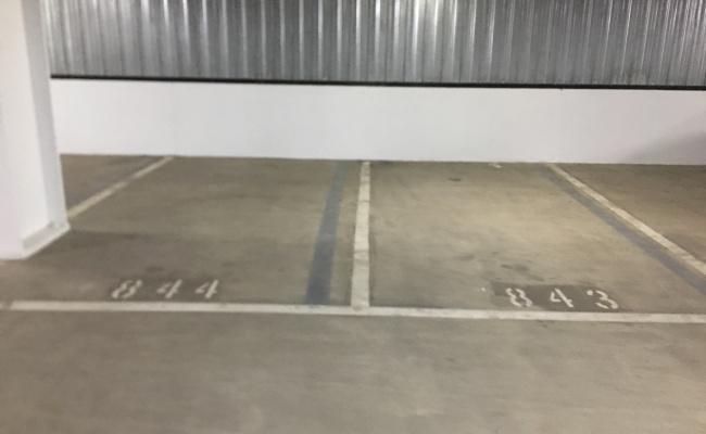 Indoor lot parking on Franklin Street in Melbourne VIC