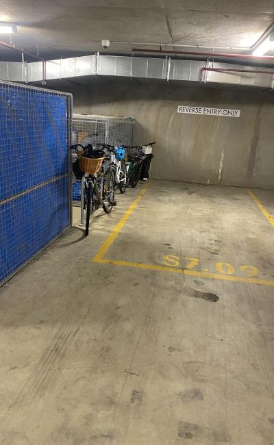 Great Airport parking close to CBD & 2mins walk from Mascot train & bus station with taxi rank