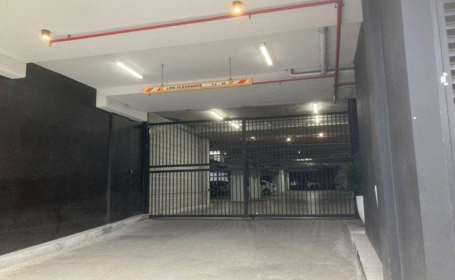 Mascot - Secure Basement Parking near Train Station