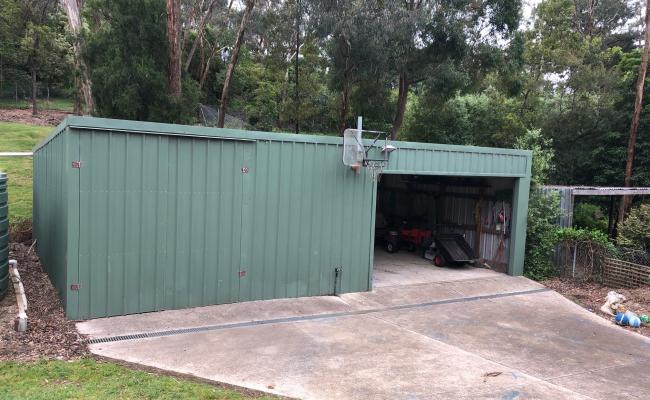 Warehouse parking on Heads Rd in Donvale