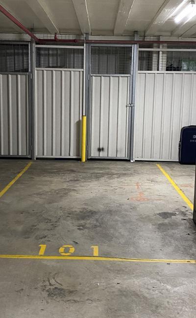 Indoor lot parking on herbert street in st leonards