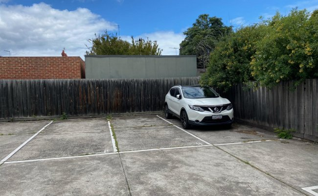 Easy affordable parking space near Chapel/High Sts, close to trams, Windsor and Prahran stations
