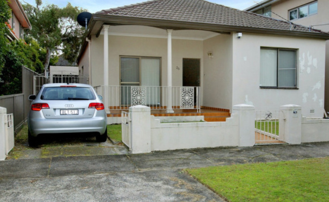 Driveway parking on Jellicoe Avenue in Kingsford New South Wales