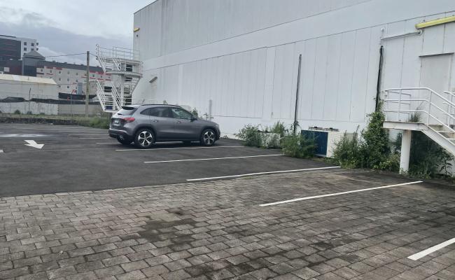 26 Car Spots Available for short term/long term duration
