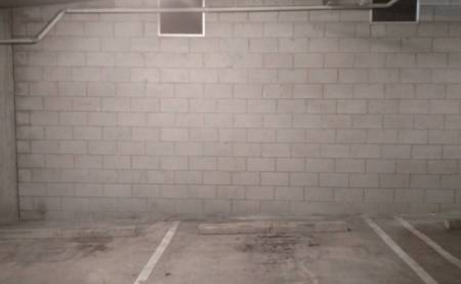Indoor lot parking on Leichhardt St in Spring Hill QLD 4000