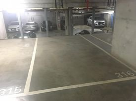 Parking in Docklands - 200m from tram stop, very close to southern cross