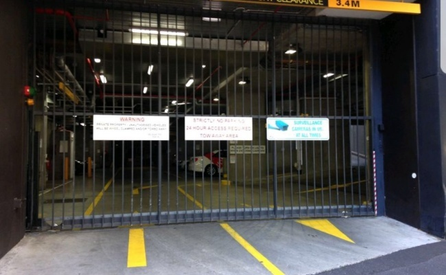 Secure undercover car space for rent in Docklands