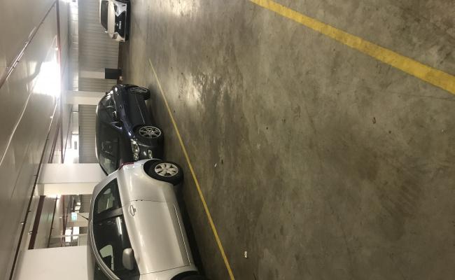 Parking spot Mascot Station