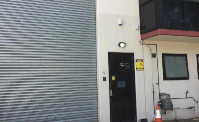Outside parking on Meadow Way in Banksmeadow