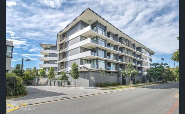 Lock up garage parking on Parkside Circuit in Hamilton Queensland