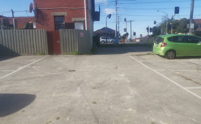 Outdoor lot parking on Plenty Road in Preston Victoria